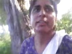 Indian hot amuter couple sex in outdoor - Wowmoyback