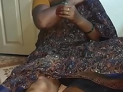 Real desi big boobs aunty in saree